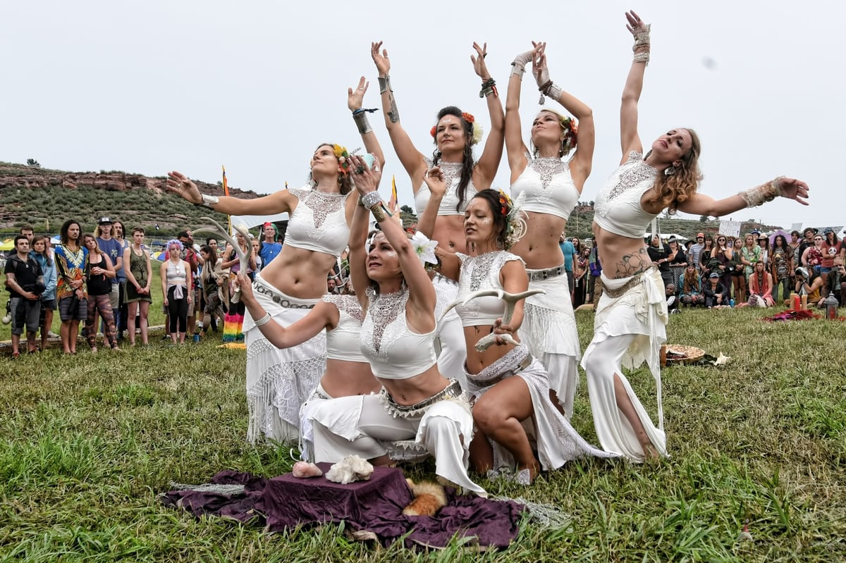 Arise Festival Emerges As An Antidote For Dangerous Times Utter Buzz Hula Hoop Circuit Game A Circle Of Friends Try To Advance Hulu Whether The Will Change World Only Time Tell But Organizers Like Bassis Say They Have No Other Choice